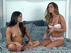 Sexy girl gets interviewed by charming Aspen Rae