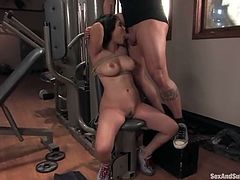 This Asian siren Jessica Bangkok is enjoying herself a lot! She gets gagged and tied up in the gym. Her fitness instructor is showing her a different way to lose weight!