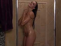 Teal Conrad gives you a boner as she takes a shower
