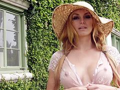 Stunning Heather Vandeven likes finegring and posing naughty in outdoor solo