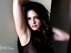 Sweet Sunny Leone loves to finger fuck her pussy in stunning solo scene
