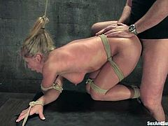 Severe anal sex with a sizzling BDSM babe Dia Zevra. He hogties her with some bars and belts. Then he makes her spread her legs to fuck her anal!