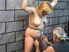 Slutty mature likes to obey her master during naughty fetish porn session