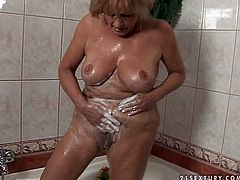 Bootylicious and busty old blond whore takes a shower and sucks a dick