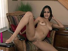 Take a look at this horny little mami's sexy body in this solo video where she pushes a dildo into her wet pussy.