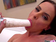 Hot pornstar enjoys her dildo