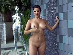 Stunning pornstar Sunny Leone loves to shake her big tits during her nude solo