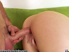 Big ass milf Caroline Pierce feels great with a huge dick stuck in her shaved twat