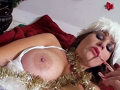 Mom Allison doesn't behaves even when it's Christmas! She wants something sweet so the milf uses some candy to play with her pussy, Look at her how naughty she is and how hot she inserts objects in her bald vagina. Yeah, she wants us to see everything she does to herself!