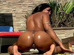 Ebony skank gets her gash fucked & her asshole jizzed