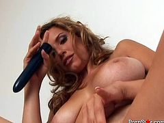 Buxom sweety Jamie Lynn fucks her pussy with a dildo in hot solo scene
