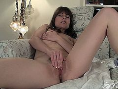 Sexy Babe Indica Pleasing Her Sweet Quim