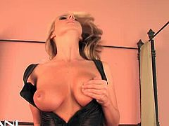 Carolyn Reese always enjoys it to ride the sybian. Watch her riding ir really dirty, like a filthy slut hungry for a deep orgasm!