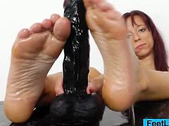 Sexy feet bitch Vivien Fox slimming up her toy. She will make you want to join her as she arouses your horny desires with her every move. Your manhood is all that matters to her today.