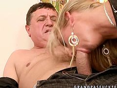 Long legged sexy blondie spreads legs and horny old man eats her pussy