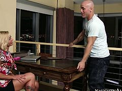 Tasty looking blond mature gets lured by beefy fitness coach. He starts kissing her in lips before she turns around to allow him mauls her ass and later poke her from behind in standing position.