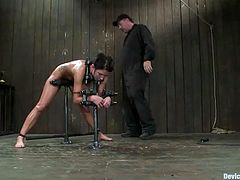 Captivating brunette Micah Moore lets some dude put her into fetters. Then the guy takes a realistic dildo and destroys Micah's snatch with the toy.