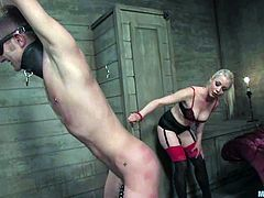 This blindfolded guy is gong to get his cock tortured while he's tied up by Lorelei Lee before receiving a very hot cock ride by the blonde vixen.
