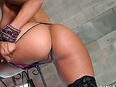 Jenny Hendrix with round ass is totally fuckable and hot guy knows it