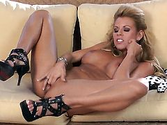 Nicole Graves with big hooters and smooth cunt masturbating like crazy