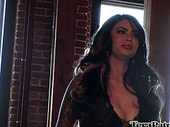 Sensual and elegant Tera Patrick reveals herself in front of us. She's a mean beauty with a pair of big, superb boobs and an angelic face. The babe lays on her back lustfully, greeting us with the promise of lust. Keep her the company she deserves and surely she won't disappoint!