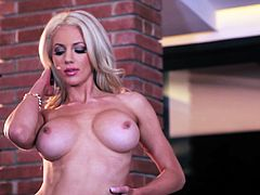 What a charming and smoking hot siren Nicolette Shea is! Babe gets naked and starts showing off her delicious shapes. Look at that doggy style!