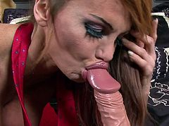 Staggering babe with voluptuous forms enjoys a large toy drilling her tight cunt