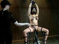Kinky Annie Cruz gets tortured with clothespins. Later on she gets her pussy toyed deep and tortured with claws.