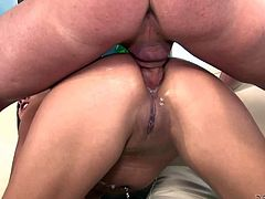 Naked charing sexy Jynx Maze with long dark hair sucks guys dick with big desire. She gives deep blowjob like a pro and then gets her tight sexy anal hole stuffed. She really enjoy anal sex after cock sucking.