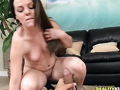 Brunette gets satisfaction in solo action