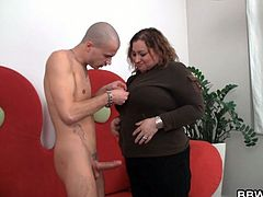 Smart dude lures BBW into oral and cock riding. Horny mature BBW gets super kinky with this young guy and ends up getting her pussy fucked hard while her big saggy tits bounce.