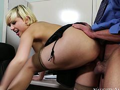 Short hared blondie with fantastic butt and big juggs Kagney sucks her coworker's big cock in his office. Bitch gets her shaved cunt eaten and fucked doggystyle.