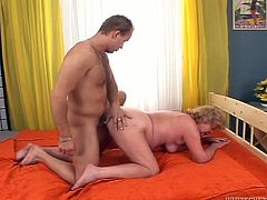 Watch exciting Fame Digital sex tube video in which old hoochie enjoys meaty fresh cock. Dude penetrates her old worn out snatch in doggy style and in cowgirl position.