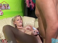 Cute slim chick Allie James is having fun with some man indoors. She lets him watch her playing with her cooch and then spreads her legs wide open and allows the dude to eat her snatch.