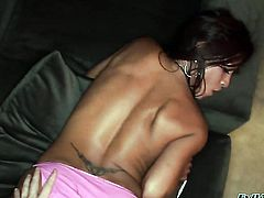 Jayna Oso gives suck job to horny guy