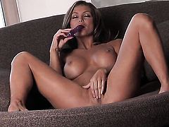 Attractive wench Heather Vandeven playing with herself on cam
