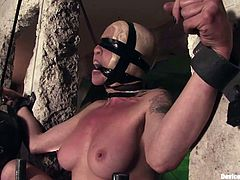 Lorelei Lee gets her snatch rubbed to orgasm in BDSM clip