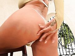 Sheila Grant with big boobs and trimmed snatch fills the hole between her legs with sex toy