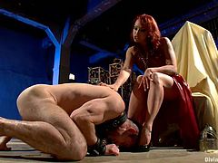 Some painsulting action for Jason Miller from a divine bitch Nicki Hunter! She ties him up and starts torturing him so fucking hard!
