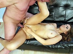 Eric Masterson is trying his best to satisfy cute chick Pressley Carter. He fingers and licks the chick's pussy and then allows her to suck and ride his dick.