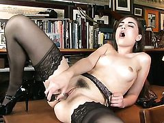 Sasha Grey kills time stroking her bush