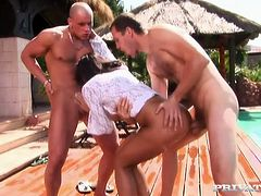 Knock-out porn model Angel Dark is having spicy MMF threesome outdoor