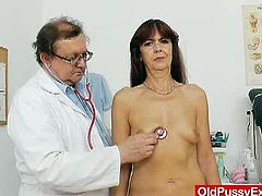 Horny amateur granny visited the clinic to get her cunt examined, so the gynecologist made sure, he does all the exams like stretching her old cunt with a speculum
