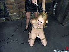 Lewd blonde Jacqueline Summers is having fun with her dominant GF indoors. She lets the mistress tie her up and then gets her cunt stunningly fucked with a dildo.