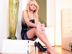 Foot and heels tease with Ivana Sugar