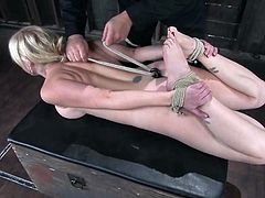 Adrianna Nicole gets restrained by a guy called Sgt. Major. The dude rubs Adrianna's vag with a rope and attaches leads to her sweet tits.