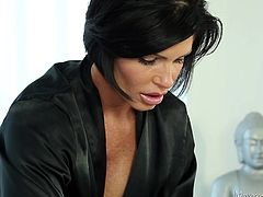 Dark haired beauty Fox wears her black robe and slowly massages her client. Her skilled hands slide on his body but she knows that alone will not truly satisfy him. In order to really make her client happy, Fox removes the towel that was covering his dick, opens her mouth and gives him sloppy head.