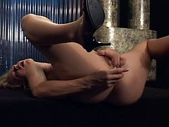 Slim blonde babe Leah Luv strips and demonstrates her cute body. Then she sits down on a fucking machine and gets a great orgasm.
