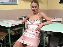 Blonde Nikky Thorne is ready to spend hours licking Carrmens wet spot non-stop