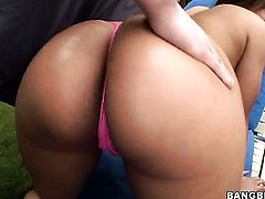 Latin with big ass is in the mood for lesbian sex and gives it to Aurora Jolie